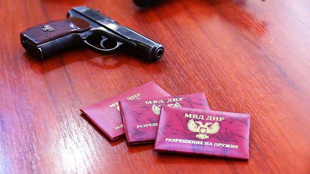 Граждане ДНР активно регистрируют боевое оружие (ВИДЕО)   Русская весна