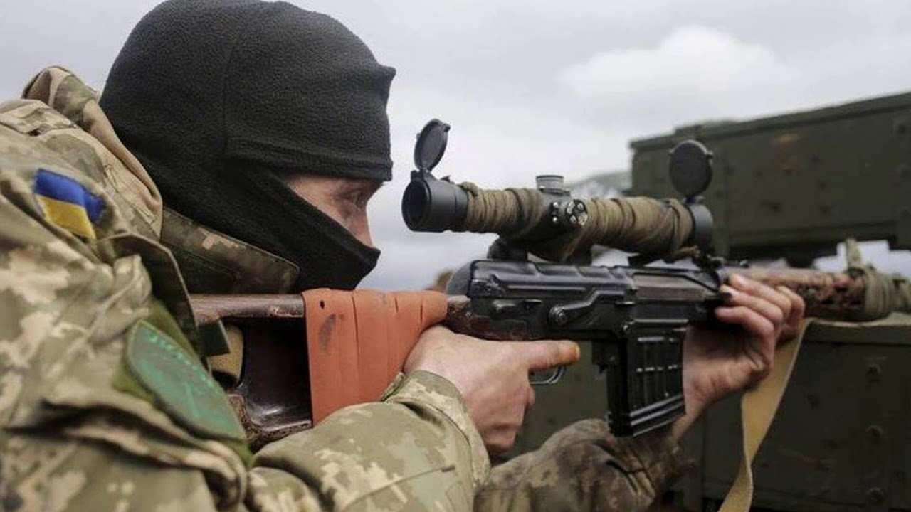 Снайпер ВСУ открыл огонь по району КПВВ на Донбассе | Русская весна