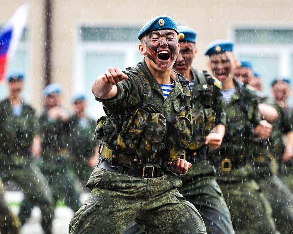 Ты должен врагу навязать свою волю, как только успел отстегнуть парашют! — Клип ко дню ВДВ (ВИДЕО)   Русская весна