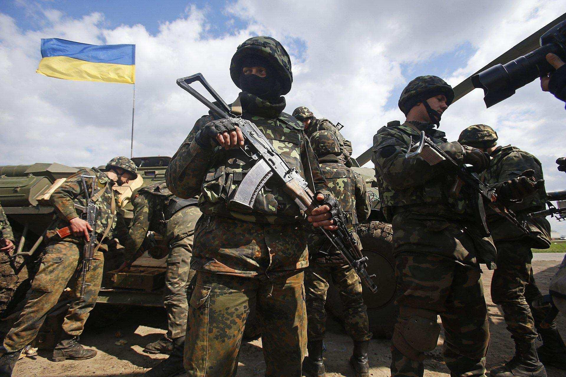 Американские волонтёры привезли боевикам ВСУ маски и коронавирус | Русская весна