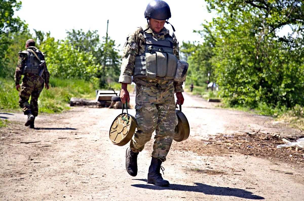 Каратели скрытно перемещают вооружение, ВСУ не могут согласовать действия и подставляют Минобороны | Русская весна