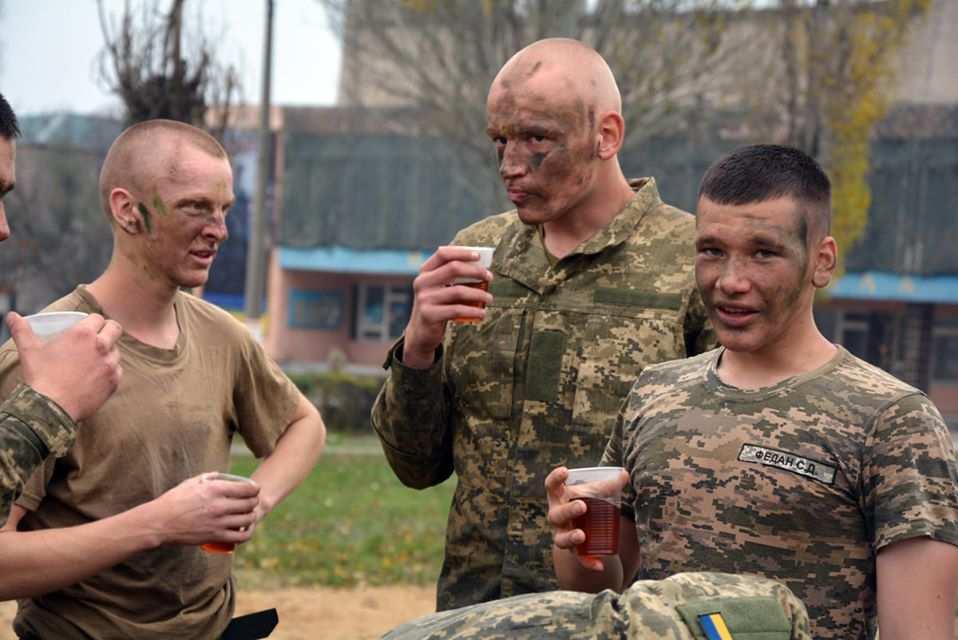 «Мне стыдно затакую армию»: опубликованы кадры «учений» ВСУ (ВИДЕО) | Русская весна