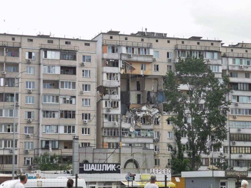 Спасатели вручную разбирают завалы: чудовищный взрыв дома в Киеве | Русская весна