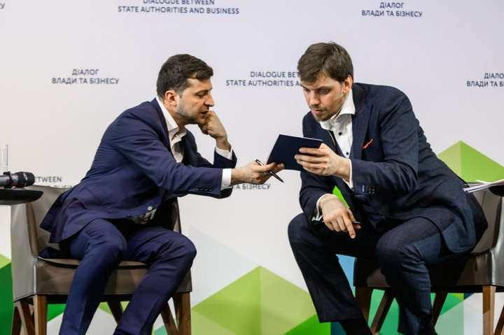 Украинский позор: огромные зарплаты чиновников получили неожиданное объяснение   Русская весна
