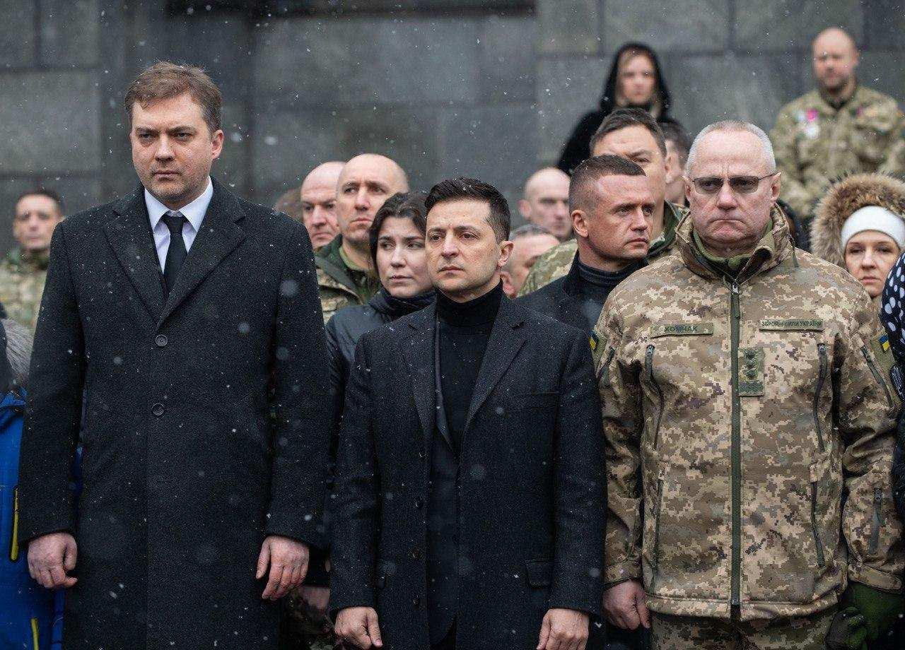 Зеленский показательно оплакал «киборгов» (ФОТО) | Русская весна