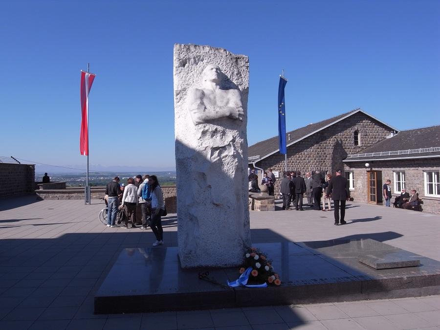 Mauthausen_-_Memorial_to_General_Karbysh