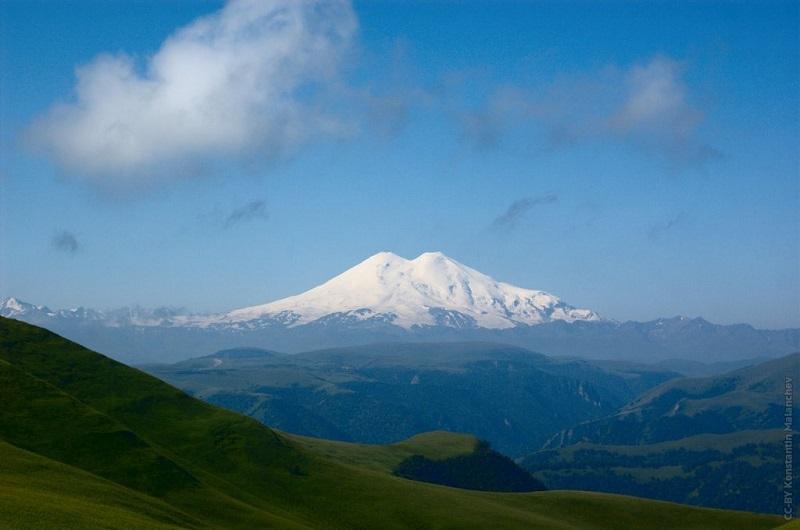Эльбрус с горы Шаджатмаз в Малокарачаевском районе